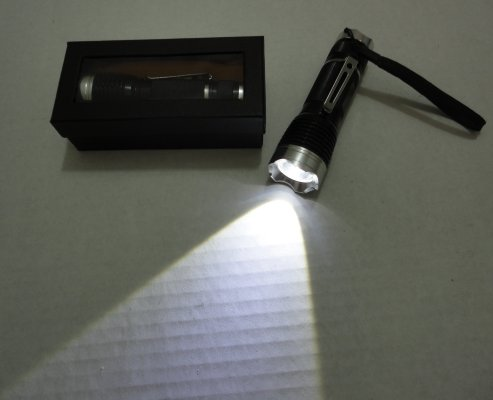 3W Super Bright Zoom Flashlight with Case [Metal]
